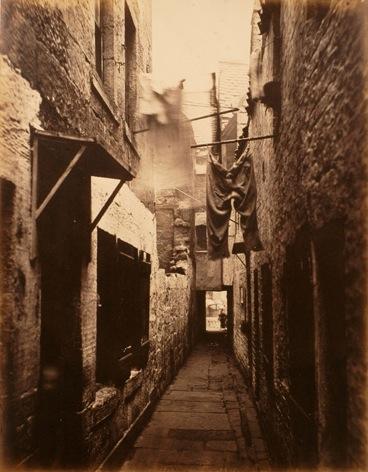 Slum_in_Glasgow,_1871